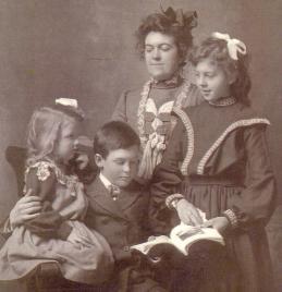 Eleanor (Ella), Ivor, Louise, Mabel Wallberg (2)